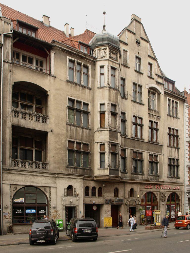 Kamienica przy ul. A. Mickiewicza 8 w Katowicach. Źródło: Wikimedia.org